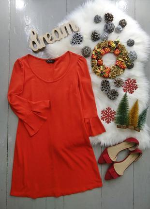Трикотажное платье с актуальными рукавами №17