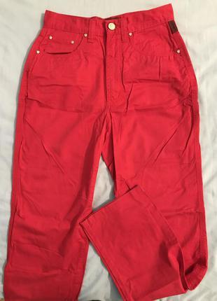 Червоні штани джинси з високою талією