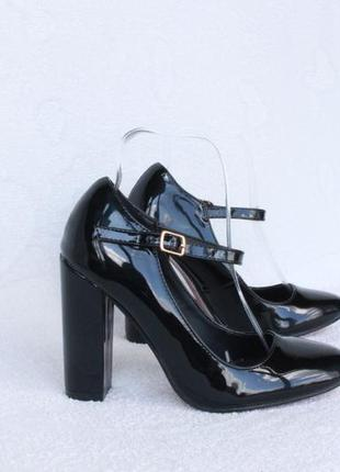 Черные туфли 35, 36 размера на устойчивом каблуке