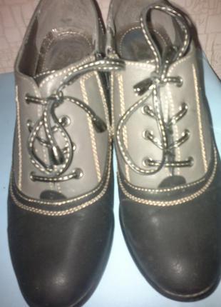Туфли ботинки на каблуке на шнуровке. экокожа