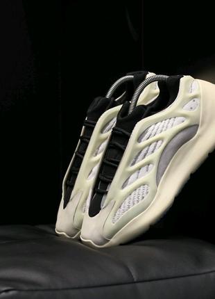 Кроссовки Adidas Yeezy 700 v3