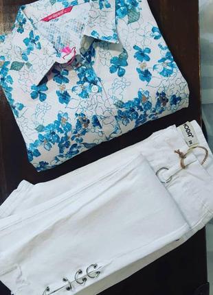 Яркая рубашка с цветочным принтом