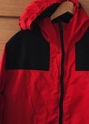 Красная куртка на весну/осень