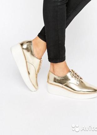 Золотые кожаные броги туфли на платформе блестящие металлик ха...