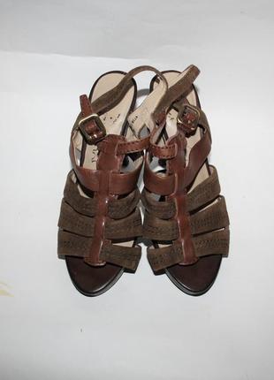 Шикарные кожаные босоножки на высоком каблуке