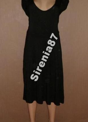 Черное миди платье с декольте