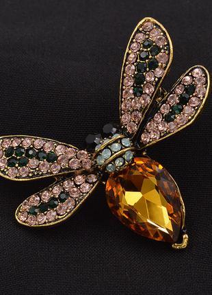 Стразы золотого цвета, брошь в виде пчелы,