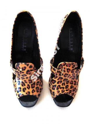 Шикарные леопардовые туфли на высоком каблуке