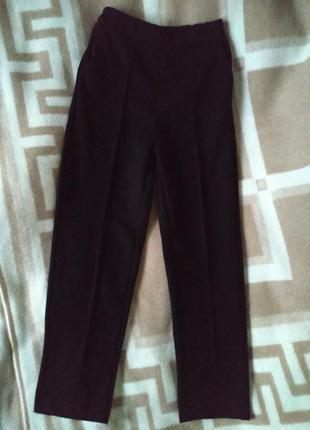 Теплые черные брючки штаны со стрелками s-m новые