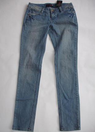 Фирменные джинсы узкачи с рвано потертыми элементами на 42-44 ...