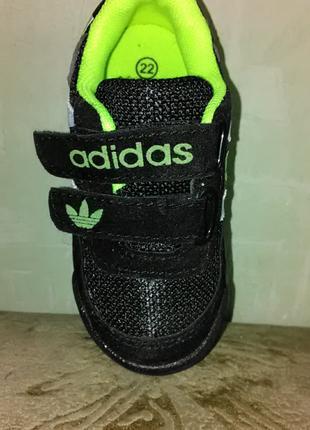 Первые кроссовки  для малыша