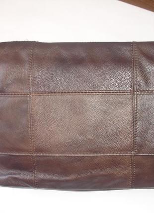 Фирменнная кожаная сумка кроссбоди средних размеров