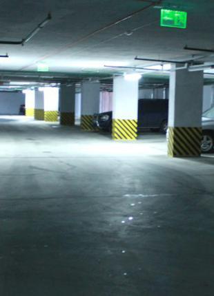 Місце у підземному паркінгу на Бажана 16 за півціни - 50 грн/доба