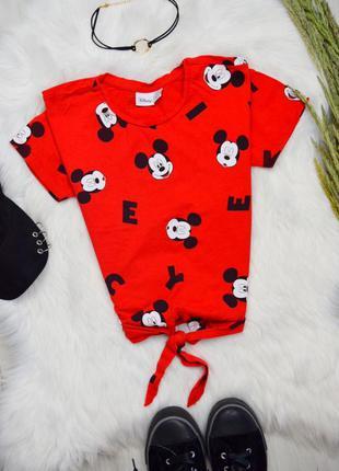 Красная укорочённая футболка с мики маусом узлом