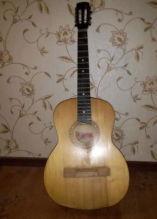 Акустическая гитара на 6 струн