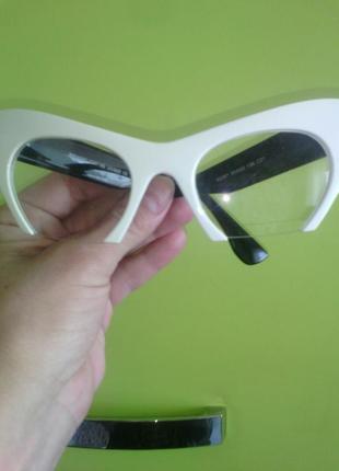 Имиджевые очки кошки, белые с черными дужками, новые дешево