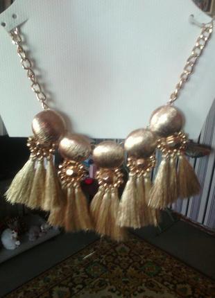 Шикарное  золотое крупное колье с кистями фирмы new look тренд...