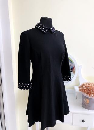 Стильное платье чёрное с воротником классическое осеннее с камням