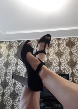 Туфли на высоком удобном каблуке