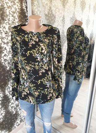Блуза с рукавом клеш