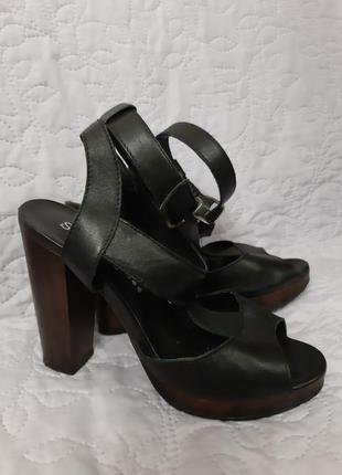 Черные кожаные босоножки на каблуке, soft grey(франция),р.38