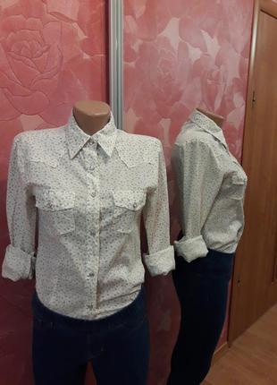 Рубашка с мелким цветочным принтом