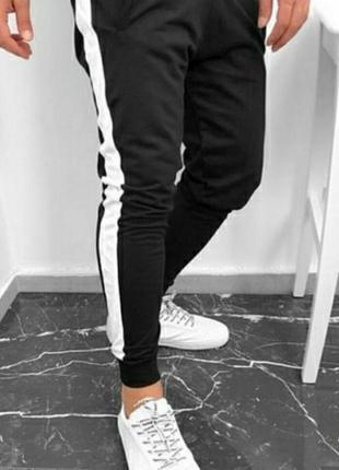 Мужские спортивные штаны, черные с белыми лампасами