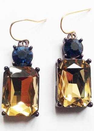 Элегантные серьги-подвески бежевый/синий камнями