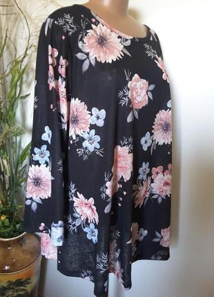 Черная блуза в цветочный принт