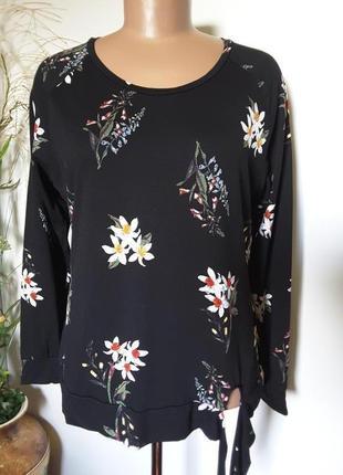 Черный свитшот в красивый цветочный принт