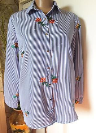 Легкая рубашка в сине-белую полоску с вышивкой