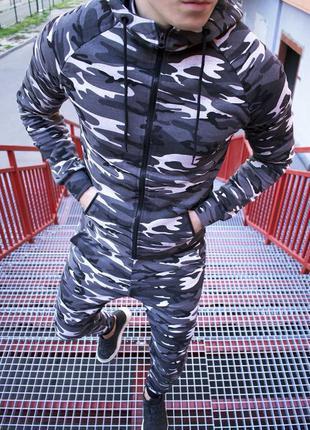 Мужской спортивный костюм камуфляж