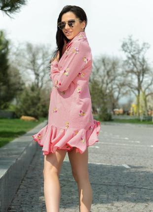 Платье с цветочной вышивкой красный