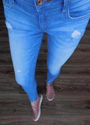 Узкие джинсы штаны скинни с push-up пуш ап эффектом от denimco