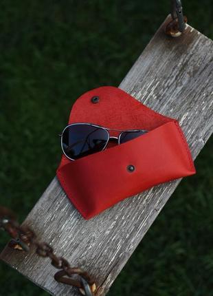 Кожаный чехол для очков. ручная работа. красный
