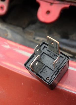 Реле противотуманок Renault 7700821864 Scenic Megane Clio...
