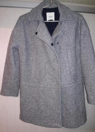 Стильное легкое пальто.