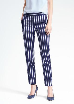 Стильные сатиновые брюки в полоску бренд banana republic