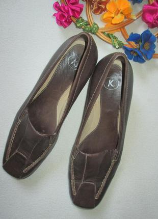 Классные кожаные туфли на низком каблуке стелька 24,5 см бренд...