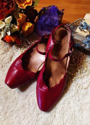 Неймовірні яскраво-червоні шкіряні туфельки-слінгбеки великий ...