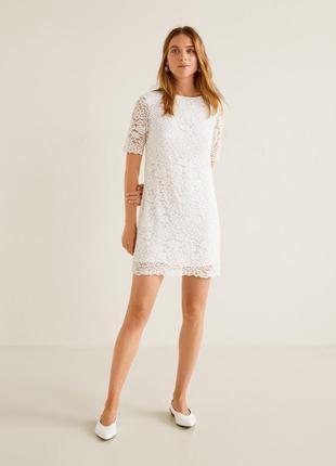 Шикарное белое платье из обьемного кружева