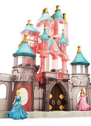 Сказочный замок Принцесс Диснея.