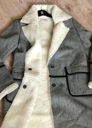 Женское пальто с мехом cameau.