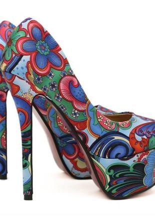 Женские туфли на платформе.
