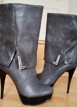 Новые женские полусапожки на высоком каблуке.