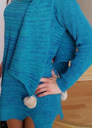 Новый женский свитер с шарфом.