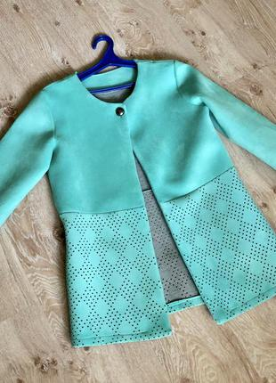 Неопреновое женское пальто.