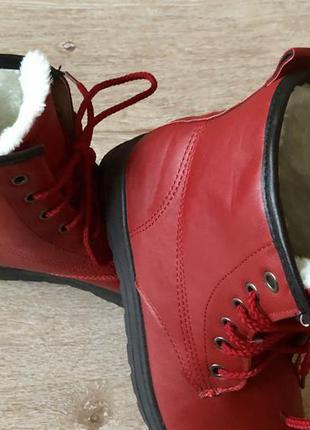 Новые женские утепленные ботинки.