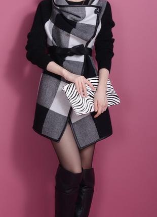 Новое женское пальто с эементами натуральной кожи.