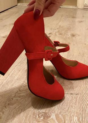 Новые женские туфли atmosphere.